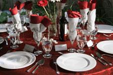 Rouge, blanc, rosé et eau doivent garnir votre table...