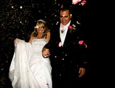 Le lancer à la sortie de la mairie...un rituel du mariage!