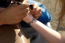 Un atelier de tatouage éphémère pour votre mariage ?